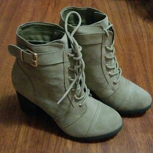 TAUPE BOOTIES SIZE 5.5 WOMANS NEW IN BOX